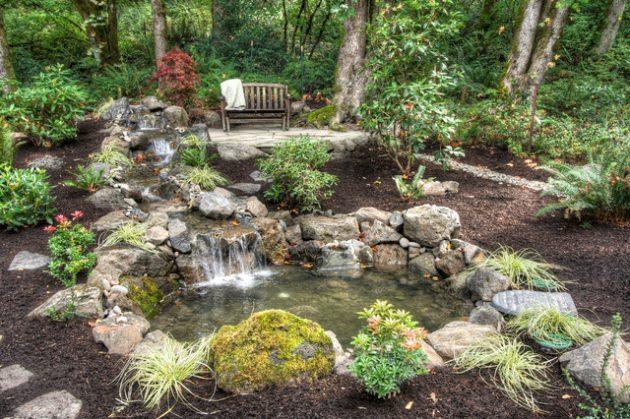 Cascada y jardín